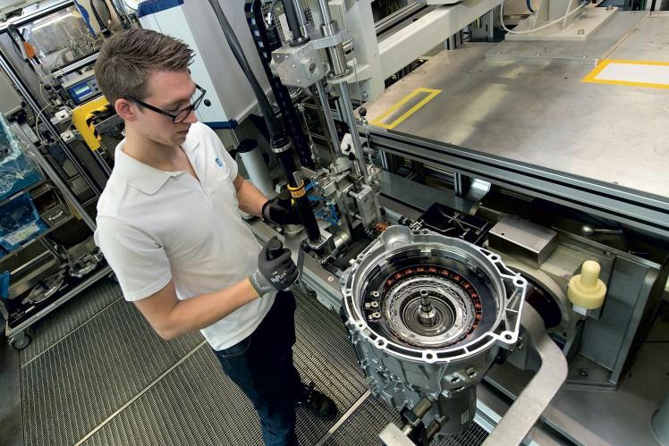 Passenger car hybrid transmission assembly at the Saarbrücken location