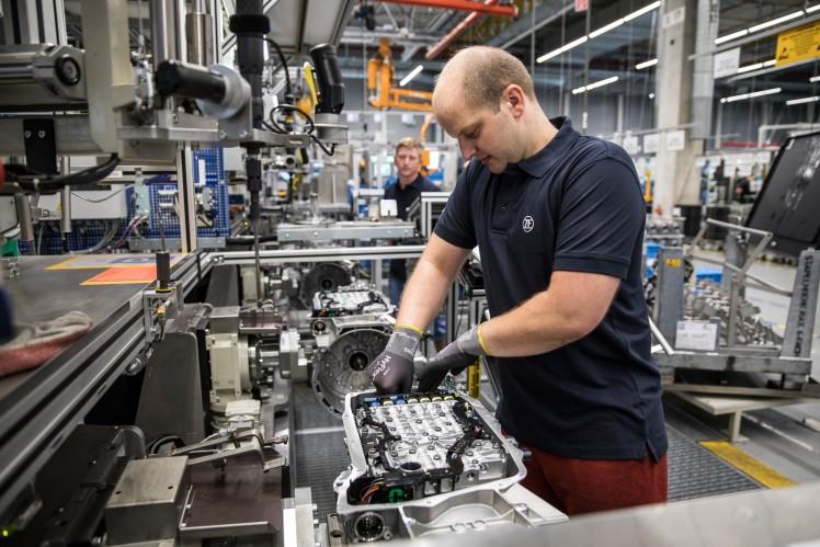 Assembly of hybrid transmission