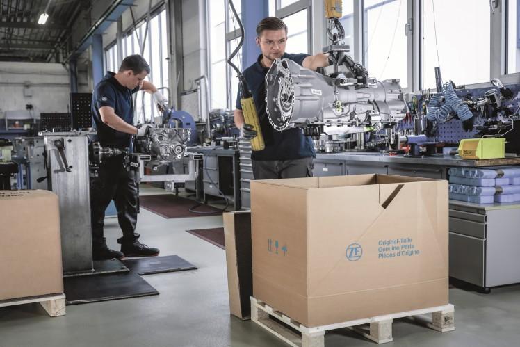 Das Getriebe wird nach der Instandsetzung für die Auslieferung an den Kunden vorbereitet.