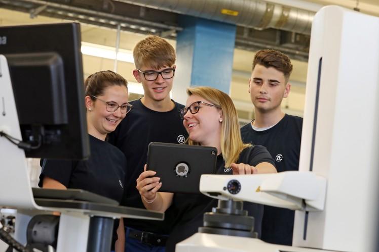 ZF bietet virtuellen Einblick in die Berufsausbildung