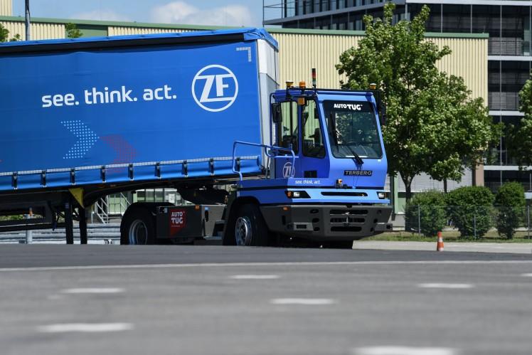 Terminal Yard Tractor übernimmt das Rangieren von Sattelaufliegern