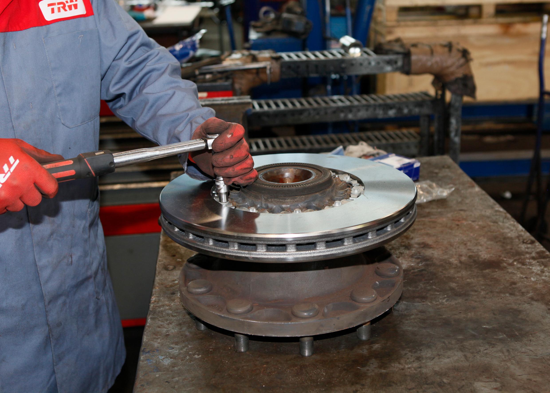 Play It Safe When Replacing Brake Discs - ZF Friedrichshafen AG