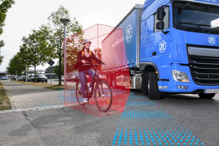 ZF、ブラインド・スポット・モニタリング機能で トラックの市街地走行時の安全性を向上