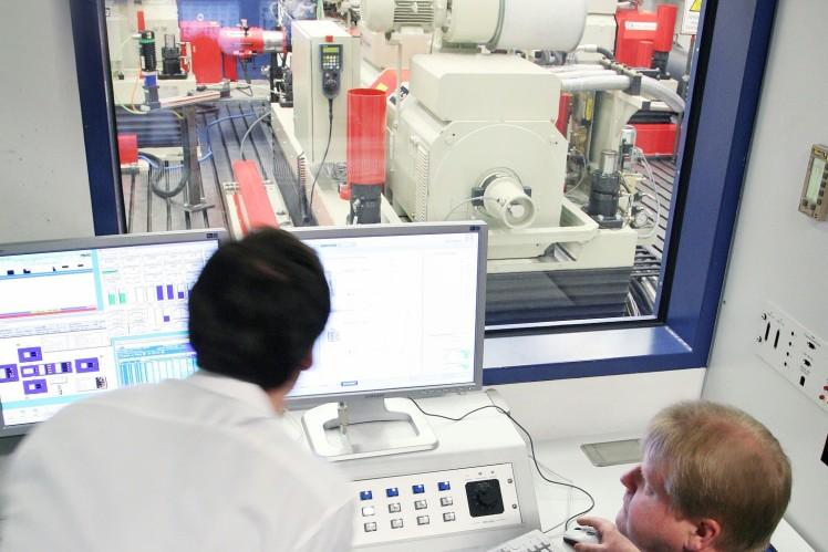 Test bench in the R&D Center in Friedrichshafen