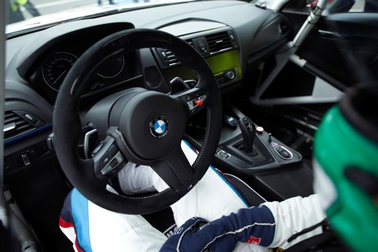 8HP Cockpit BMW M235i
