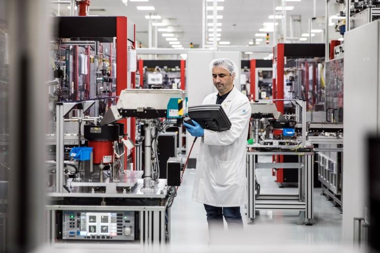 Montage des Elektronischen Stabilitätskontrollsystems (EBC 460)